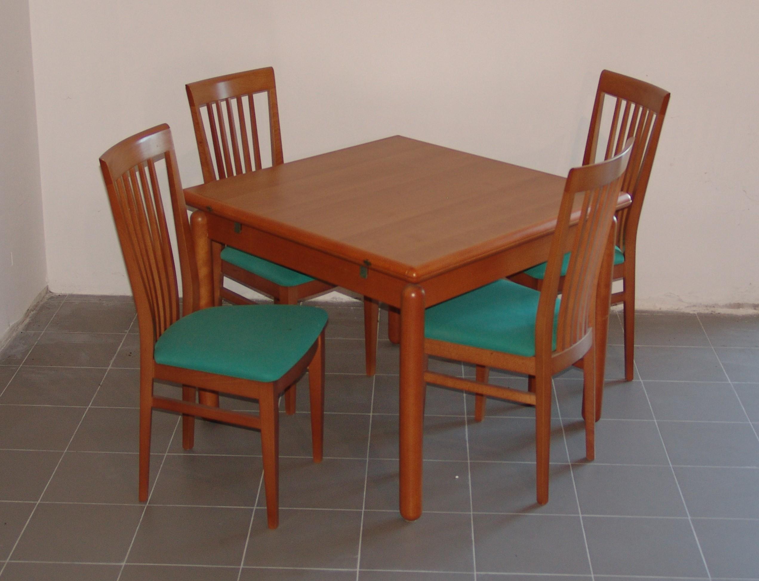 Tavolo Quadrato A Libro.Tavolo Quadrato Con 4 Sedie Mobili Lupparelli